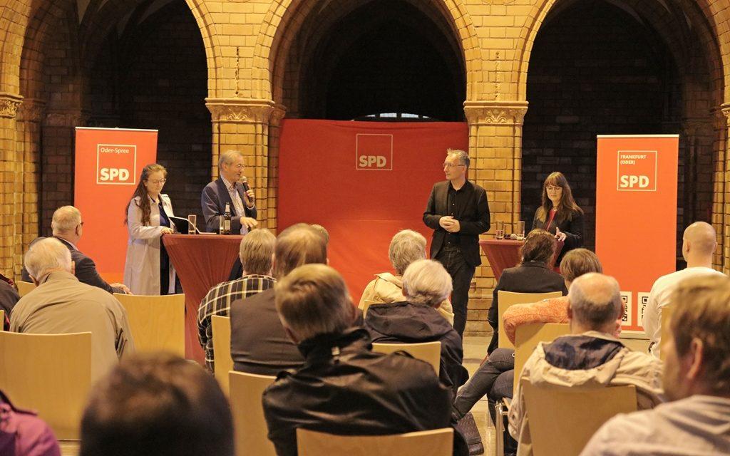 """""""Chancen für den Osten"""" Diskussionsrunde in Frankfurt (Oder)"""